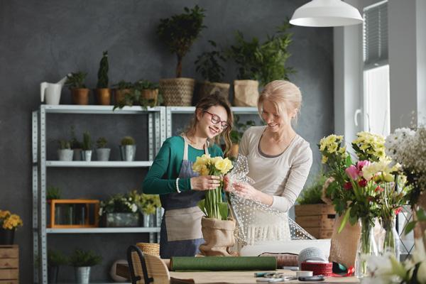 florist-retail-employee