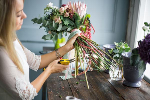 florist-hands-on