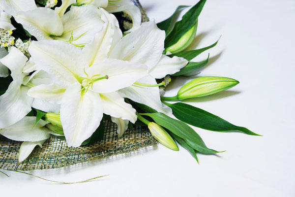 funeral-flowers-lilies
