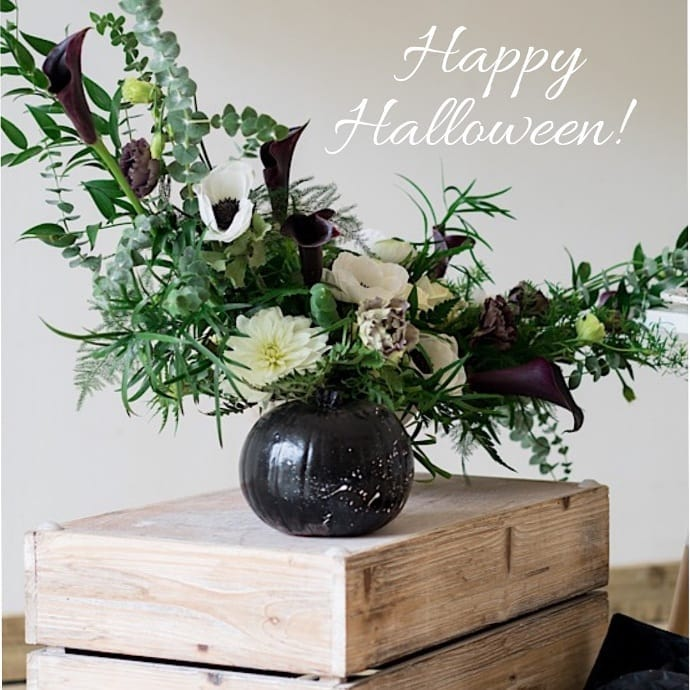 Black-white-halloween-arrangement