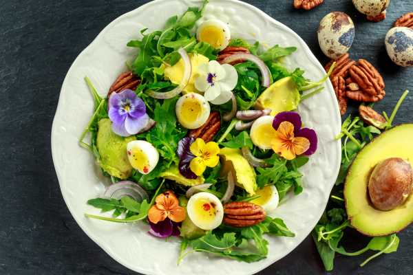 edible-flowers-salad
